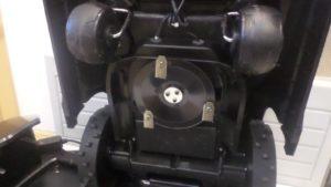Tondeuse robot Yardforce SA500eco vue de dessous